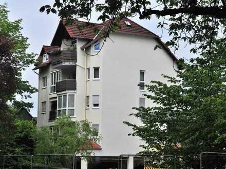 Neuwertige Wohnung mit drei Zimmern und Balkon in Langen (Hessen)