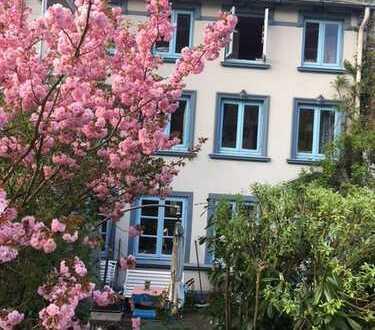 Möbliertes Wohnen mit Garten in charmantem Lotsenhaus direkt an der Elbe!