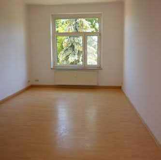 Einziehen und Geld sparen** Laminat - große Küche - helle Räume !