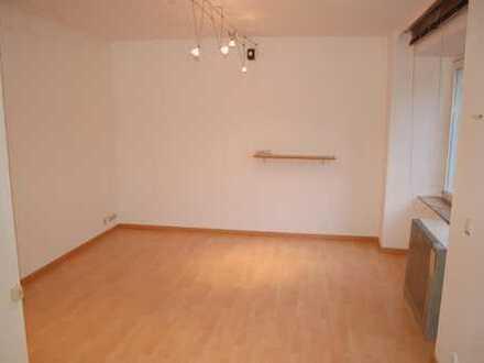 Gepflegte 1-Zimmer-Wohnung mit kleiner Kochzeile in Baden-Baden