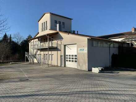 Büro & Lagerhalle mit überdachter Freifläche im Gewerbegebiet
