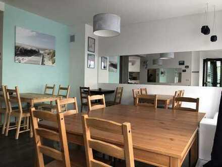 Renovierte Gewerbeimmobilie mit gut ausgestatteter Küche + Gastraumfläche in zentraler Lage!