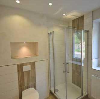 ***Erstbezug nach Sanierung*** Traum Tageslicht Badezimmer, Laminat, Außenrollläden