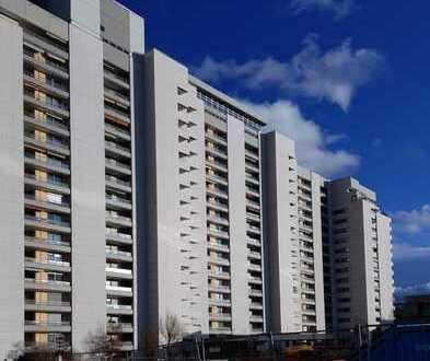 Brück Immobilien - Panoramablick und neuwertiger Pool mit 3 Zimmer-Wohnung zur Kap.