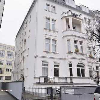 Exklusive, loftartige 2,5-Zimmer-Altbau-Wohnung mit großem, überdachten Balkon (provisionsfrei)