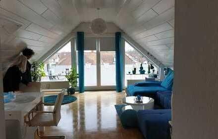 Hübsche Kleine 2-Zimmer Dachgeschosswohnung