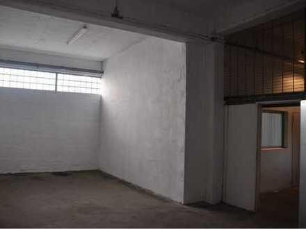 Geräumige Halle mit angrenzenden Büroräumen, Lager und Produktionsraum