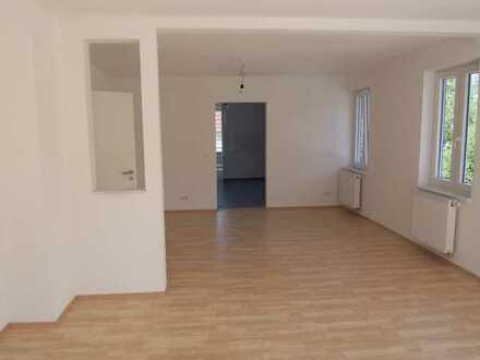 Attraktive, großräumige, helle 4 Zimmer-Wohnung