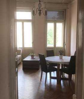 5-Zimmer-Stuckaltbauwohnung mit Parkplatz und 3 Balkone