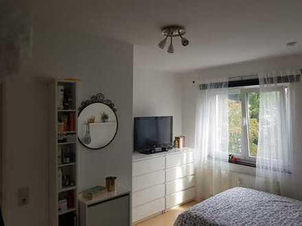12 qm Zimmer in 2er WG zu vergeben ab 01.11 in Niehl !!!!!335€ WARM!!!!!