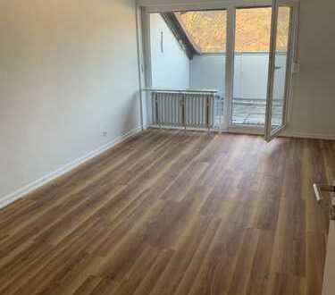 Helle und neu sanierte Dachgeschosswohnung mit Dachterrasse und großartigem Wohlgefühl in Friesdorf