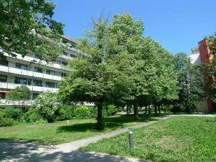 Helle 2-Zi-Wohnung mit Süd-Loggia und TG-Stellplatz. Noch vermietet.