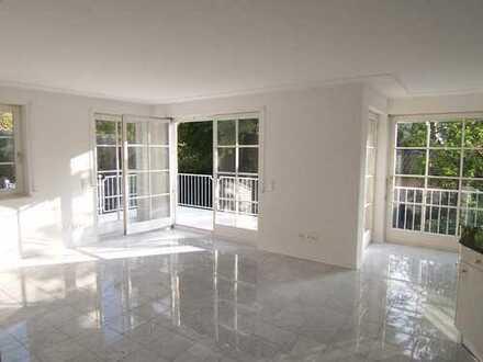 Sehr helle Wohnung, Südbalkon, Marmorboden, sehr ruhig, Walk-In-Dusche, Bad m Fenster, Einbauküche
