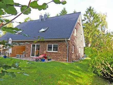 Von privat - Schönes und ruhig gelegenes Doppelhaus BJ 2017 in Ostseenähe