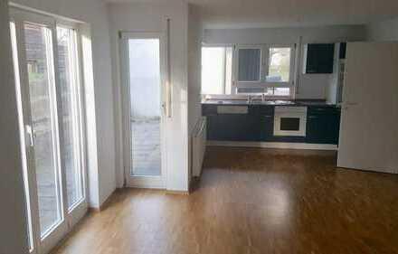 Gepflegte 2-Zimmer-EG-Wohnung mit Balkon und EBK in Ofterdingen