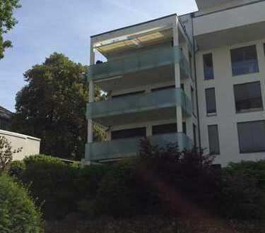 Stilvolle, geräumige und neuwertige 5-Zimmer-Wohnung mit Balkon und EBK in Wiesbaden