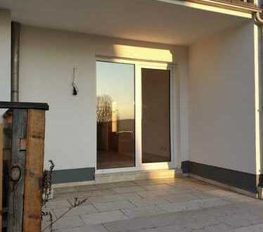 Hell, ruhig, schön! Freie EG Wohnung mit 8 qm Terrasse zu verkaufen.