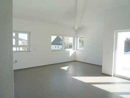**Großzügige offene 3,5 Zimmer Studio-Wohnung mit Weitblick vom eigenen Balkon**