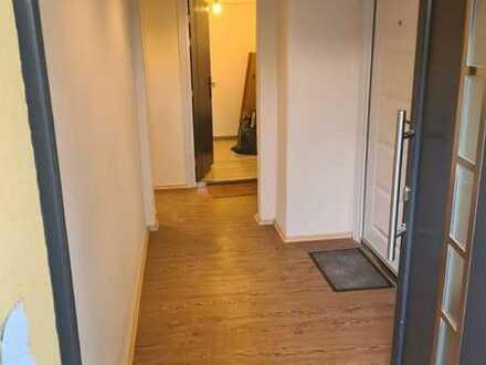 Freundliche, vollständig renovierte 4-Zimmer-Wohnung in Neuhof