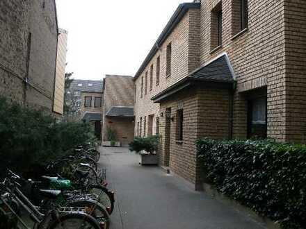 Ruhiges Apartment mit separater Küche im Dachgeschoss, Burbacher Straße