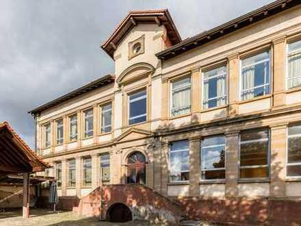 Denkmal-AfA: Wohnen in ehemaligen Klassenzimmern mit spätklassizistischem Flair