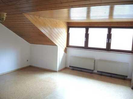 Hirsau, gepflegte 4-Zimmer-Dachgeschoßwohnung mit Pkw-Stellplatz