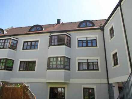 Großzügige, gepflegte, zentral gelegene Galerie-Wohnung über 2 Etagen, mit Loggia