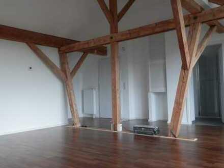 Erstbezug: attraktive 2-Zimmer-Dachgeschosswohnung mit Balkon in Grengel, Köln