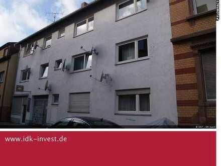Vermietetes Mehrfamilienhaus mit 8 Wohnungen und 1 Ladengeschäft und 2 Garagen