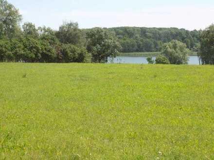 weitläufiges Grundstück am See in reizvoller Lage bei Waren/Müritz