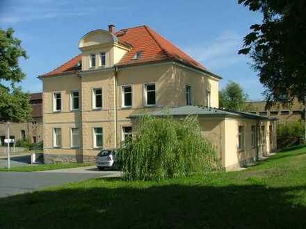 Bürogebäude und Garagenkomplex - Radeberg
