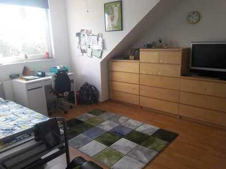 Schöne 3-Zimmer-Dachgeschosswohnung mit EBK in Wiesenau