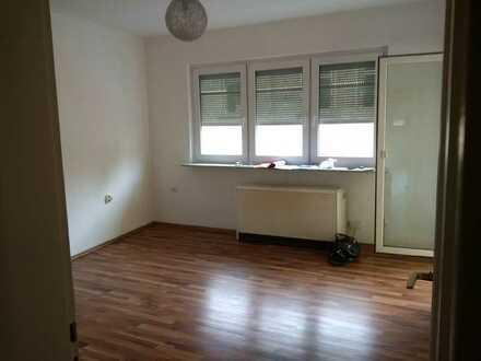 HELLE RENOVIERTE 1-Zimmer Wohnung mit separater Küche