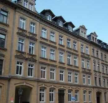 Helle geräumige 5- Zimmerwohnung mit großem Balkon zu vermieten!