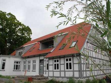 Erstbezug nach Sanierung mit Loggia: attraktive Wohnung im kernsanierten Frommenhof in Dissen