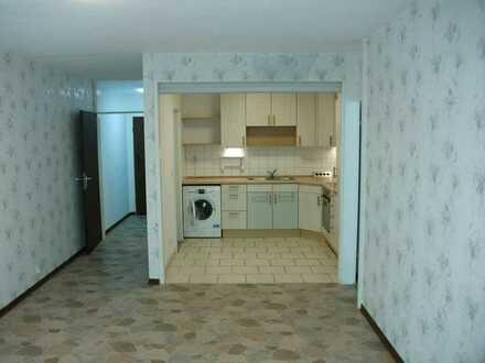 Gepflegte Wohnung mit zwei Zimmern sowie Balkon und Einbauküche in Reinheim