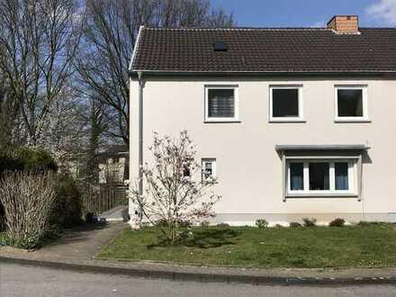 Familienfreundliche Doppelhaushälfte mit großem Garten am Waldrand, Privatstraße in Essen Kupferdreh