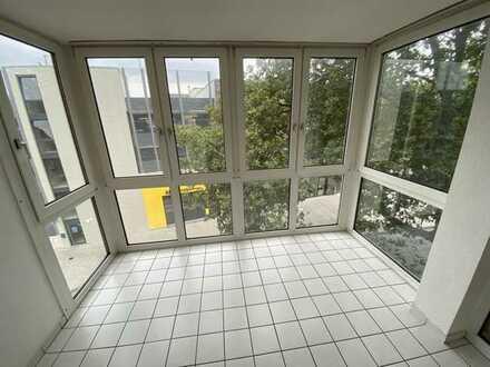 Schönes Eckhaus, Wintergarten, zentral gelegen, Wannenbad