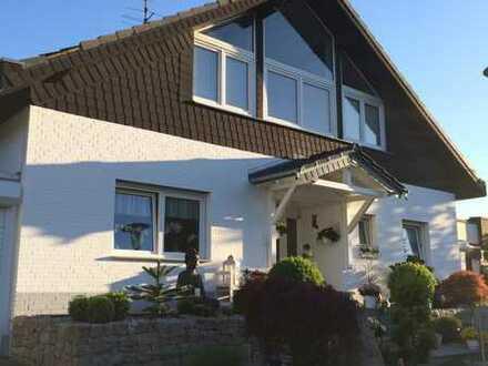 Repräsentatives Einfamilienhaus mit 2 Garagen und Schwimmbad in bevorzugter Lage von Köln-Porz (Eil)