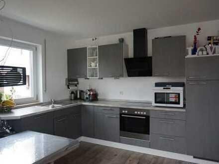 Exklusive 3-Zimmer-Wohnung mit Balkon und Einbauküche in Lippertshofen