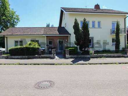 Großzügig und familienfreundlich: Gepflegtes EFH mit ELW in Lörrach-Stetten