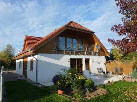 Freistehendes 1-2-Fam./Büro-Haus mit Gewerbehalle auf gr. Grundstück im Gewerbegebiet Geisecke