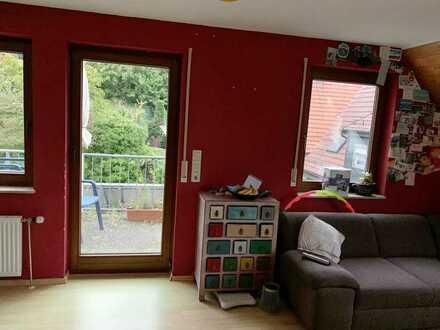 Gepflegte 2-Zimmer-DG-Wohnung mit Balkon und Einbauküche und TG-Stellplatz in Stuttgart Wangen
