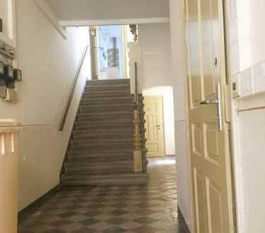 * Handwerker, Familien & Kapitalanleger, renovierungsbedürftiges Mehrfamilienhaus in Meerane *