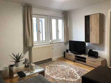 Stilvolle, sanierte 2-Zimmer-Wohnung mit Balkon und Einbauküche in Stuttgart