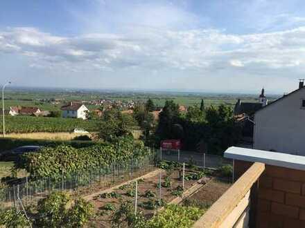 Schöner Weinort - Haus mit unbebaubarem Blick in die Rheinebene -
