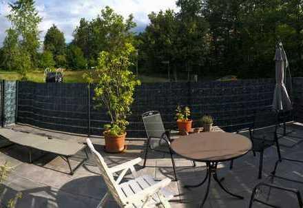 Neuwertige Wohnung mit drei Zimmern und Terrasse in Karlsbad