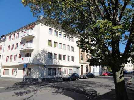 Provisionsfrei: Schicke, frisch renovierte 2-Zi-Wohnung mit neuwertiger EBK