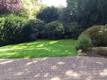 Wunderschöne EG-Wohnung mit einem megagroßen Garten und Terrasse