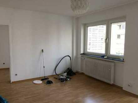 2 Zimmer, Balkon, Zentral